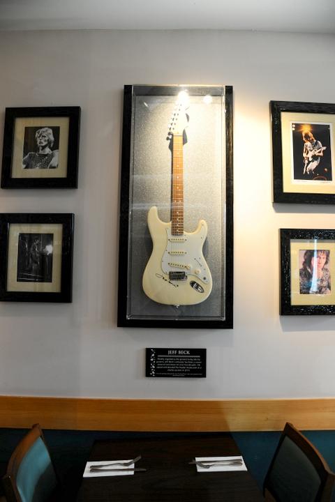 Verjaardag Rock.Hard Rock Cafe Viert Zijn Verjaardag Rock On Frontview
