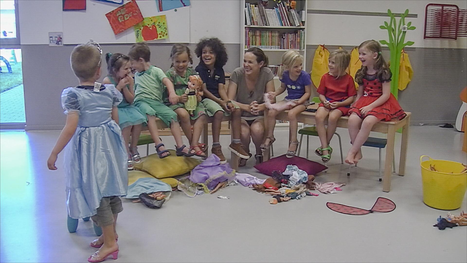De kleuters in het geheime leven van 5 jarigen ontdekken de verschillen tussen jongens en - Set van jongens en meisjes ...